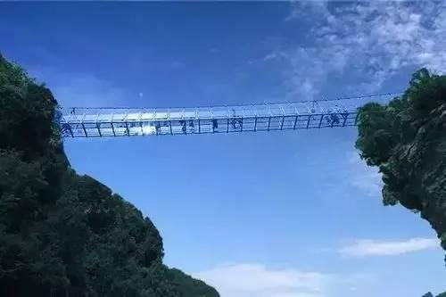 黄金寨玻璃吊桥一日游
